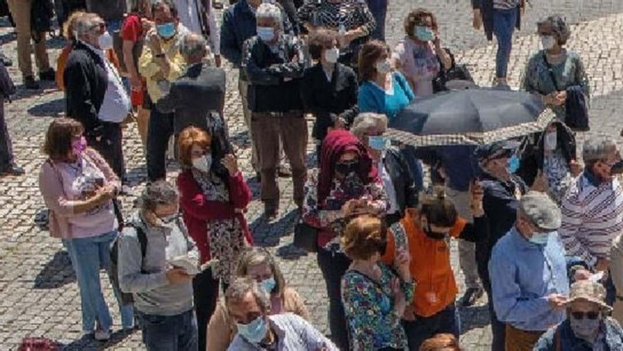 Ministério da Saúde gera caos na vacinação contra Covid