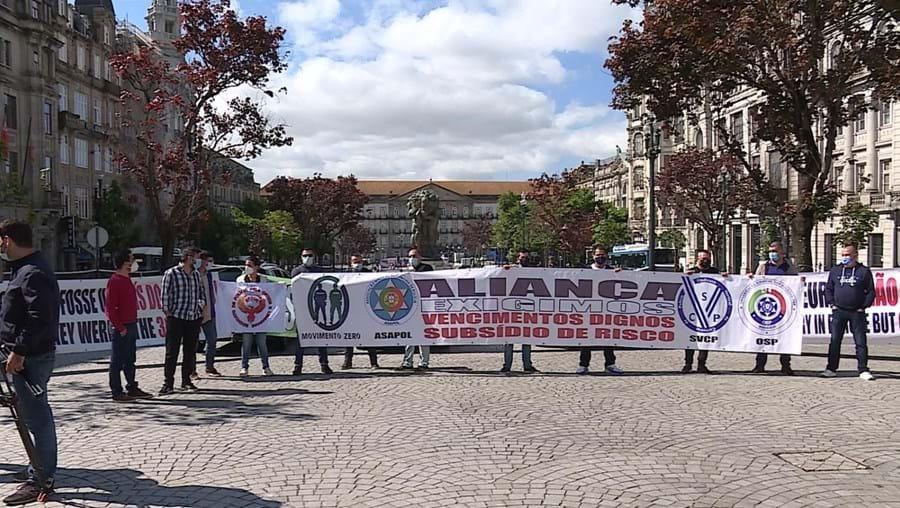 PSP pedem 'atenção' durante manifestação no Porto