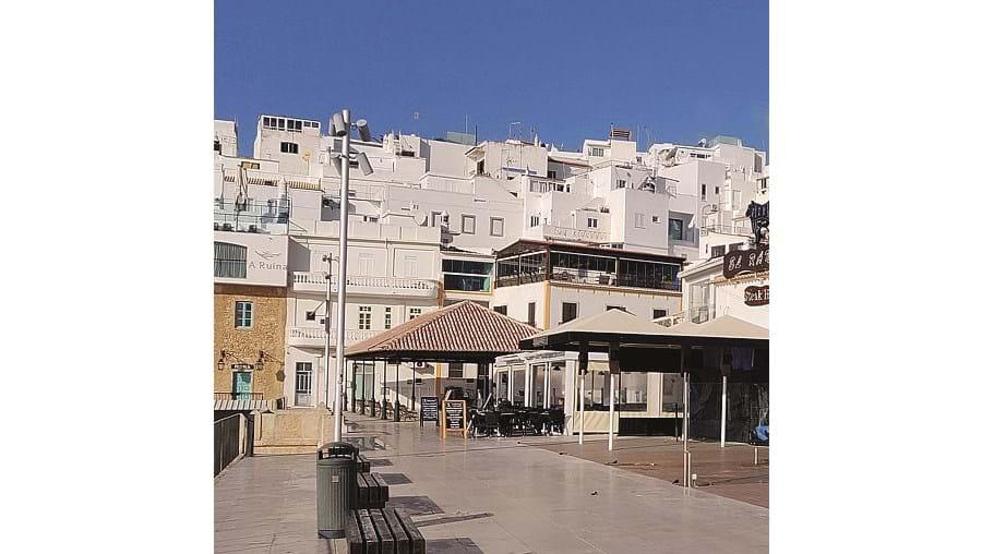 Surto em Albufeira preocupa Autoridade de Saúde do Algarve
