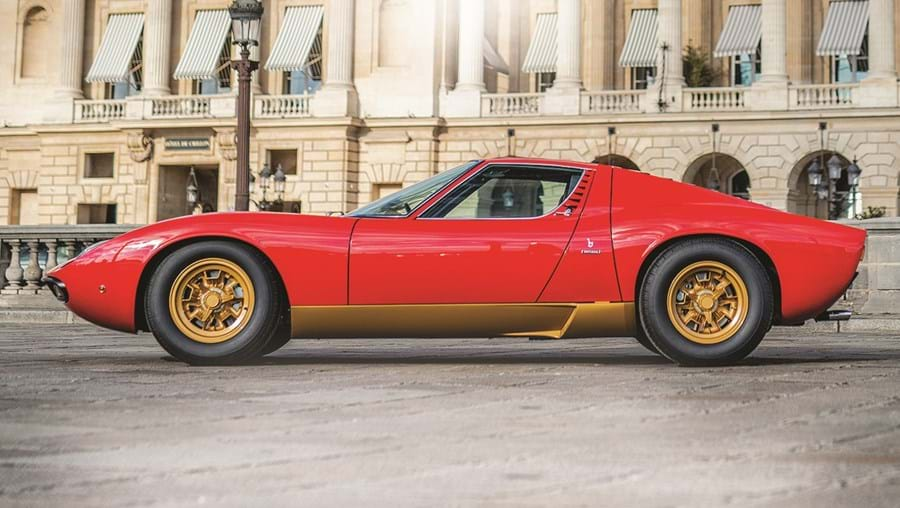 Lamborghini Miura SV é visto como o primeiro supercarro dos tempos modernos