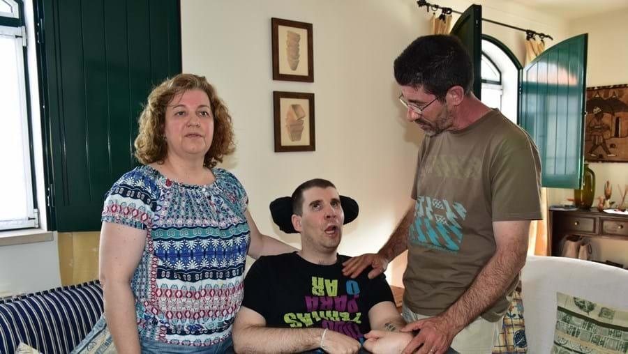 Gonçalo Neves - junto aos pais, Sandra Martins e Óscar Neves - sofreu um acidente de viação em setembro de 2011
