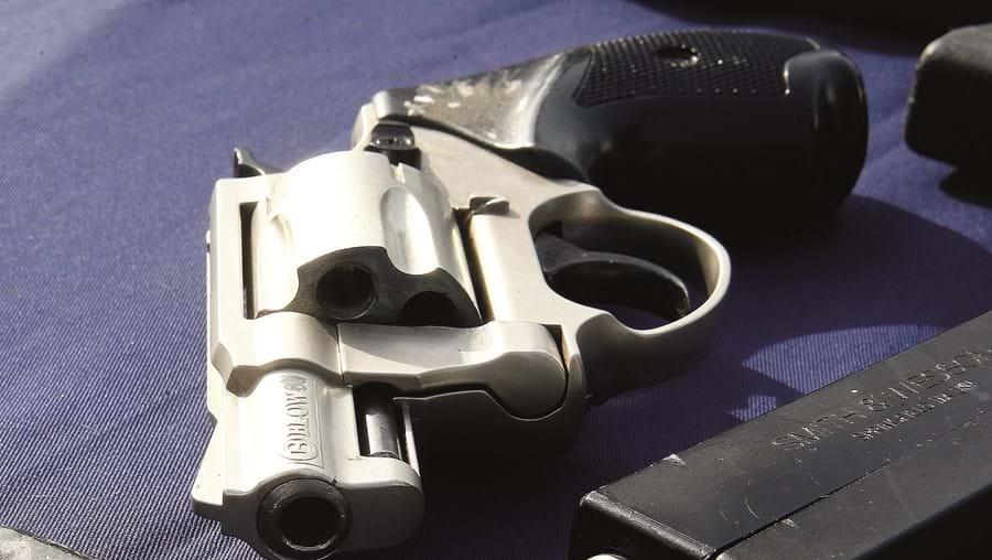 Revólver foi furtado de uma residência, confessou o atirador quando foi apanhado pelas autoridades
