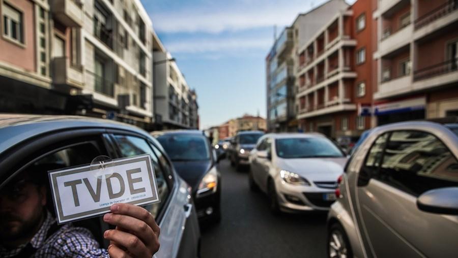 Certificações 28876 Os TVDE têm 28 876 motoristas certificados, 2105 destes têm licença de motorista de táxi.