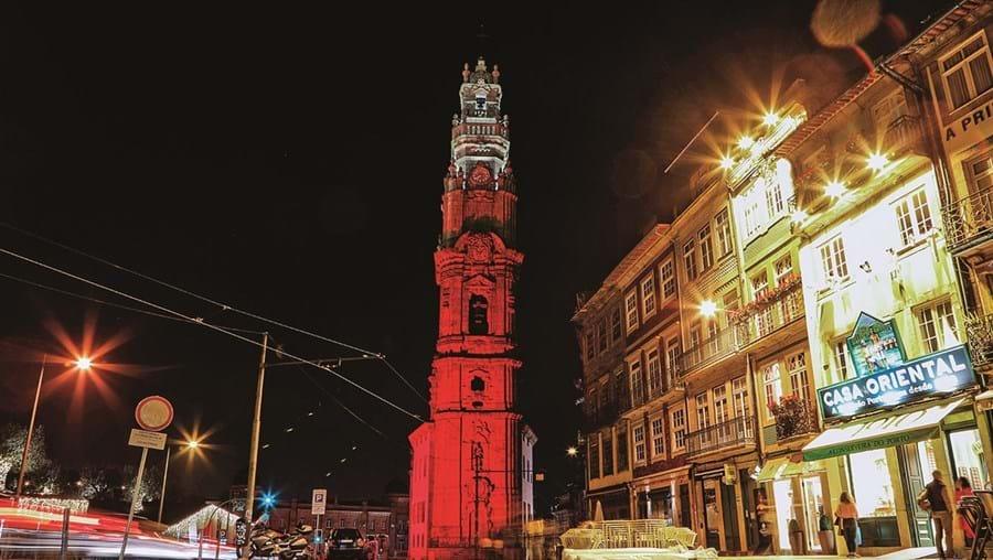 A Torre dos Clérigos, no Porto, pode ser hoje visitada em horário alargado até às 21h00