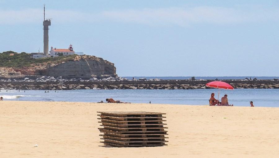 Praia da Rocha ainda está a preparar zona balnear