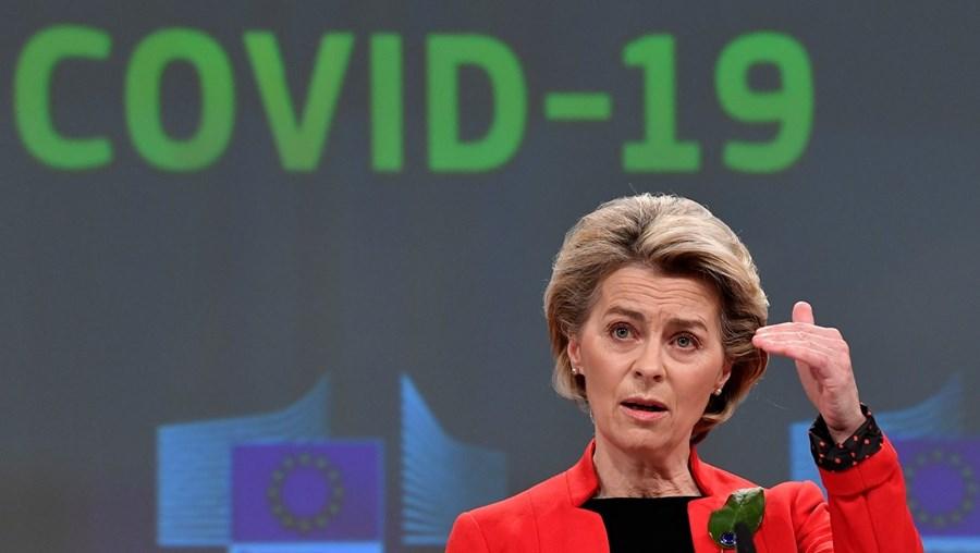 Comissão Europeia , a que preside Ursula von der Leyen, prepara retoma