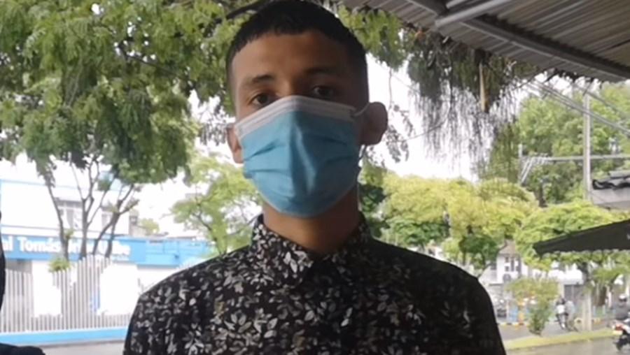 Daniel está em protesto à porta do hospital