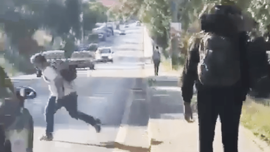Imagens chocantes de menino atropelado ao fugir de colegas que o agrediam no Seixal