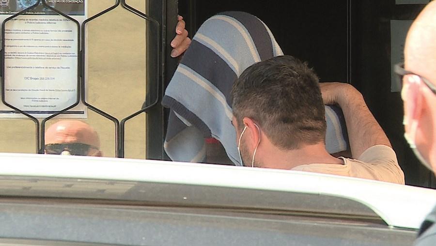 Adélio Pimenta foi esta quarta-feira levado pela Polícia Judiciária para o tribunal. Asfixiou Ilídio Cerqueira com o fio elétrico da cama articulada