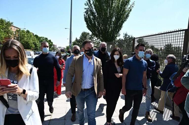 Centenas de eleitores formam longas filas para votar em Madrid