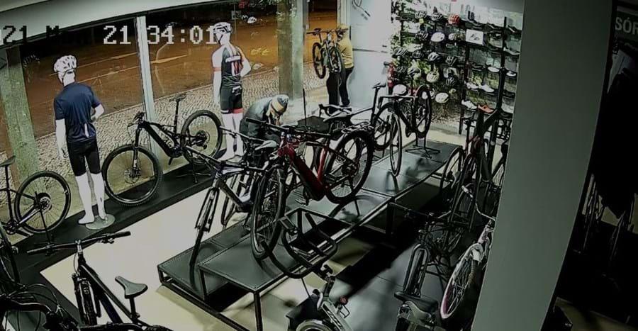 Loja de bicicletas furtada no centro de Santa Maria da Feira