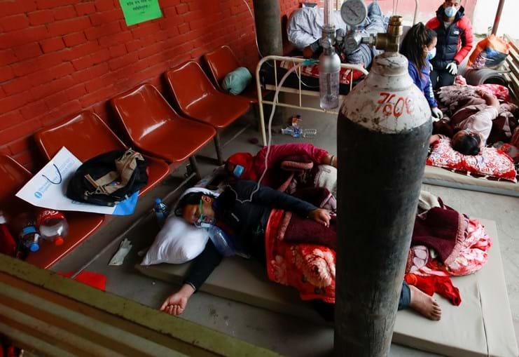 Nepal pede a quem escale o Evereste para trazer botijas vazias