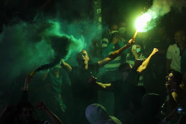 Adeptos do Sporting festejam conquista do campeonato