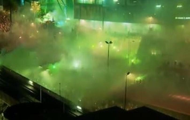 Exterior do Estádio de Alvalade pintado de verde durante festejos do título
