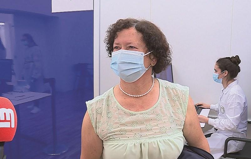 Helena Lordelo recebeu a primeira dose da vacina no centro de A-ver-o-Mar