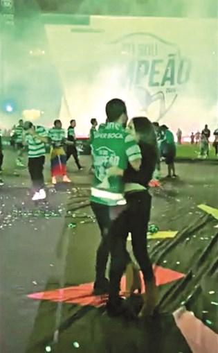 Rúben Amorim dançou no relvado com a mulher, Maria João