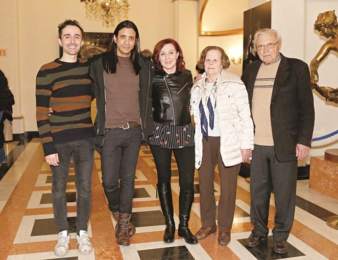 A atriz com João Soares, os pais e o filho