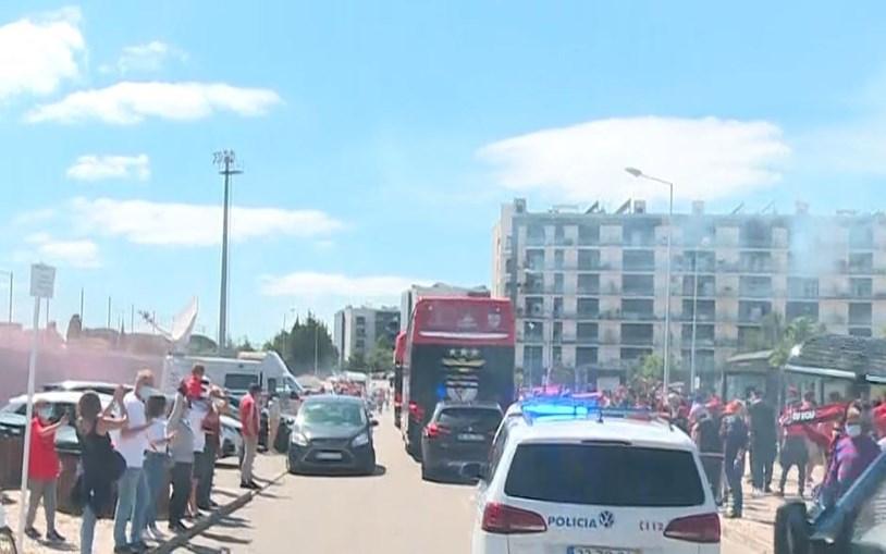 Autocarro do Benfica a caminho do Estádio da Luz