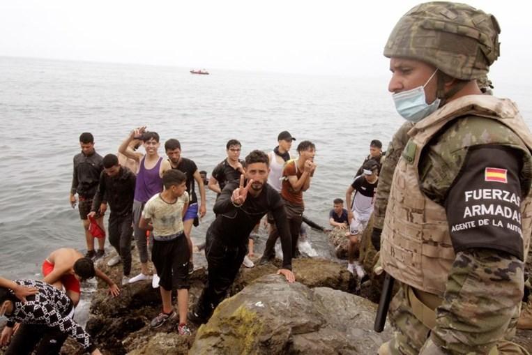 Milhares de cidadãos marroquinos forçam entrada em Ceuta pelas praias