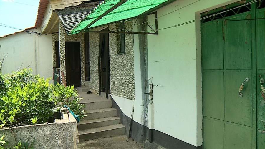 Casa onde tentou violar mulher, de pistola em punho, em Tamel S. Fins