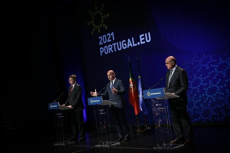 O ministro João Leão, com o comissário Dombrovskis (à esquerda) e Luís de Guindos, vice do BCE, no fecho do encontro