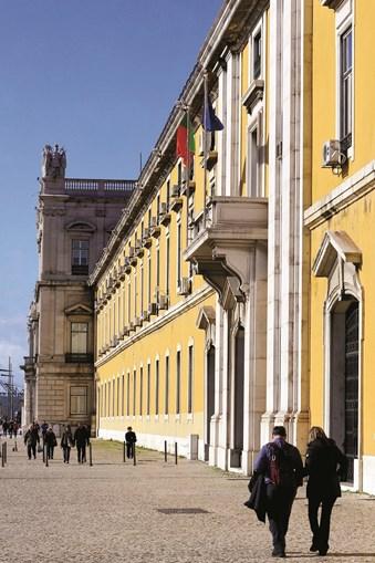 Ministério das Finanças com défice de 4,8 mil milhões de euros até abril