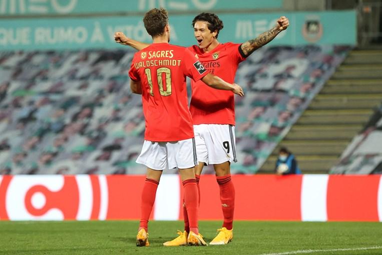 Darwin (à dir.) e Waldschmidt foram dois dos jogadores contratados em 2020 que o Benfica só vai pagar a partir de julho