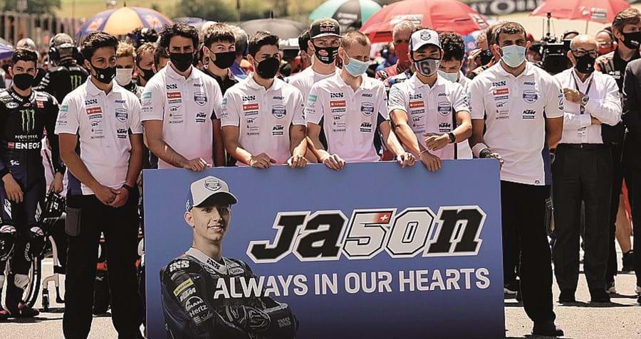 Luso-suíço foi homenageado por pilotos e respetivas equipas, que cumpriram minuto de silêncio