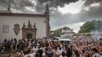 Guimarães despede-se de Neno com aplausos e lágrimas. Veja as imagens