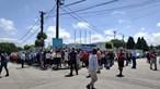 Centenas de pessoas sem distanciamento 'entopem' posto de vacinação contra a Covid-19 em Espinho