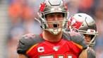 Jogador de futebol americano da NFL Carl Nassib faz história ao assumir-se abertamente gay durante carreira