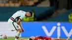 Ronaldo desiludido atirou braçadeira de capitão para o chão após ver fugir o sonho do Euro 2020