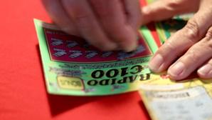 Norte-americano sortudo ganha três vezes prémios de milhares de euros nas raspadinhas