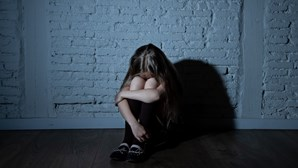 Sete crianças abandonadas ao cuidado de adolescente de 13 anos em 'casa dos horrores' no Brasil
