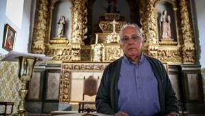 Padres recorrem à Internet e celebram missas virtuais