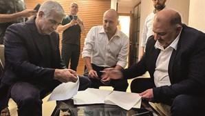 Primeiro-ministro israelita ataca governo e apela aos deputados para chumbarem coligação