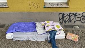 Mulher sem-abrigo morre sem saber da fortuna que herdou