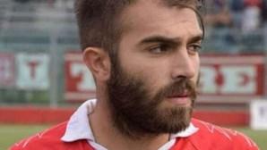 Futebolista morre de paragem cardíaca em jogo de homenagem pela morte do irmão