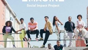 Jovens de bairro da Amadora criam ténis em programa de combate à exclusão social