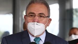 Ministro brasileiro diz que vacinar 10 milhões de pessoas contra a Covid-19 não é igual a 180 milhões