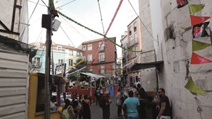 Santo António em Lisboa com grades nos bairros e controlo de álcool