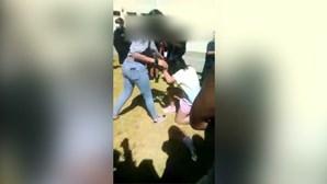 Menina agredida no recreio da escola em Cascais por colegas que filmam