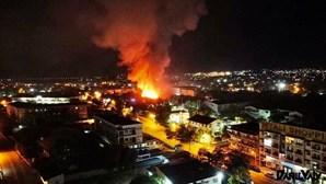 Incêndio consome mais de 150 estabelecimentos comerciais no centro de Moçambique