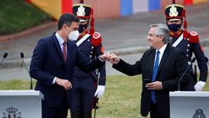 Presidente argentino ofende brasileiros e causa revolta