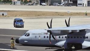 Avião militar pousa de emergência sem trem de aterragem em Porto Santo, na Madeira