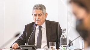 Luís Filipe Vieira vende jogadores para pagar milhões ao Novo Banco