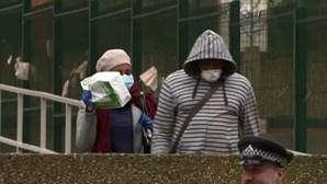 Reino Unido considera pôr travão no desconfinamento