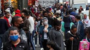Vacinados contra a Covid-19 no Brasil deixam de usar a máscara