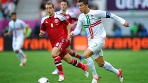 """""""Aguenta firme"""": Cristiano Ronaldo deseja melhoras a Eriksen após colapso em campo"""