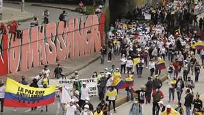 Militares matam milhares de jovens na Colômbia para receberem recompensas